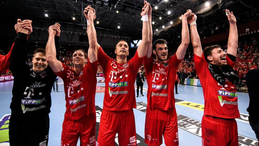 Mikler, Mahe, Ilic, Nenadic y Lekai, festejan la Liga húngara