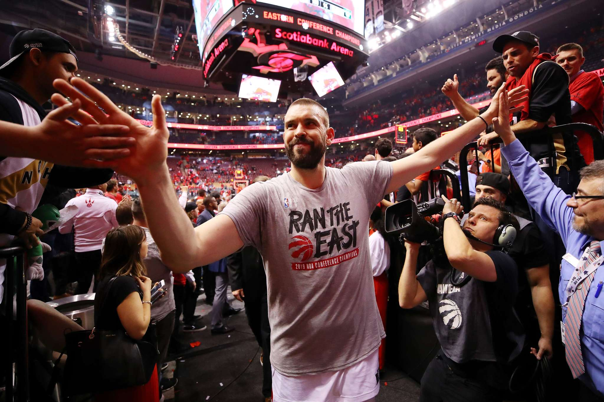 Kawhi Leonard llevó a Toronto a una histórica final de la NBA