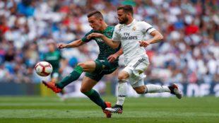 Lo Celso, defendido por el jugador del Real Madrid Nacho.