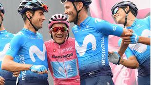 La imagen de la felicidad: Landa, Rojas y Amador con el líder del...