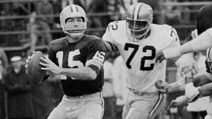Guió a la franquicia al título del Super Bowl I y II.