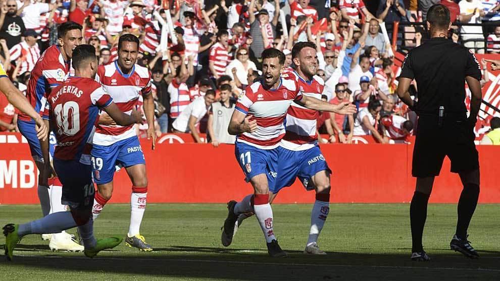 Rodri celebra el gol del Granada que en esos momentos valía un...