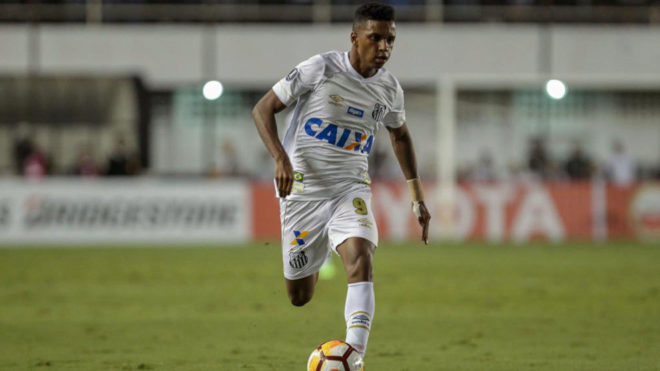 Rodrygo Goes dribbles with the ball.