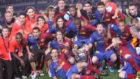 Los jugadores del Barça posan con la Champions conquistada en Roma.