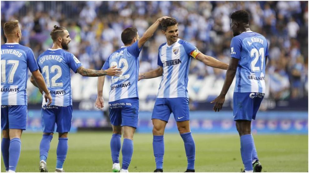 Los jugadores del Málaga felicitan a Adrián tras marcarle al...