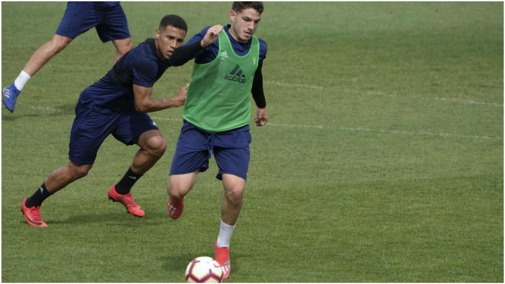 Manu Vallejo y Darwin Machs durante un entrenamiento