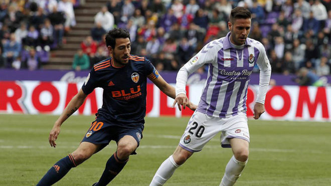 Cop and Parejo during Valladolid-Valencia.