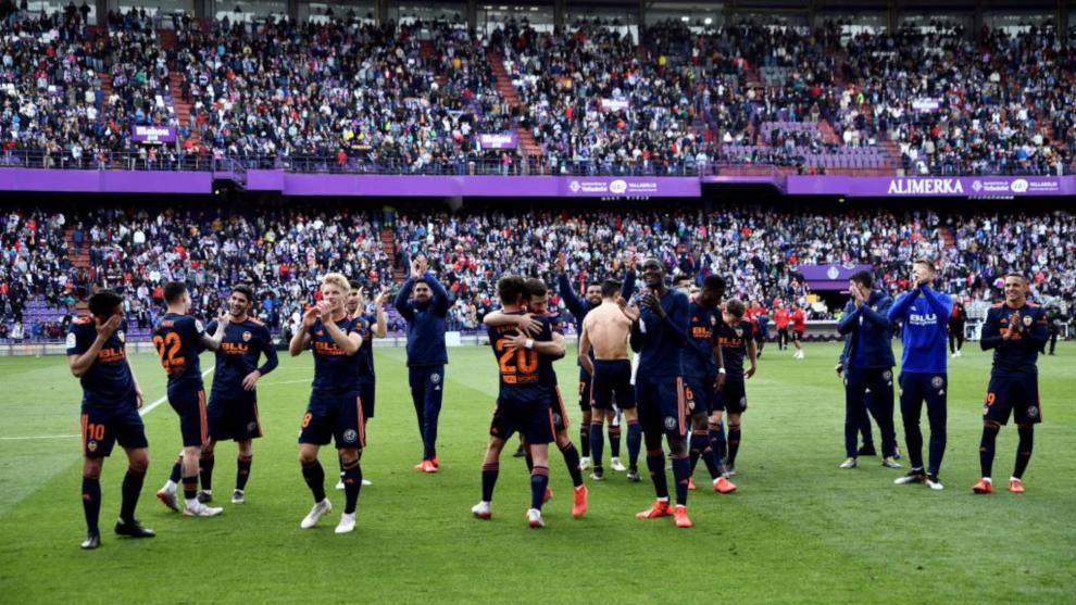 Los jugadores del Valencia celebran la clasificación para la Champios...