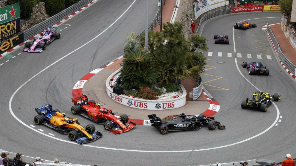 Norris, adelantado por Leclerc en Loews con Sainz entrando en el...