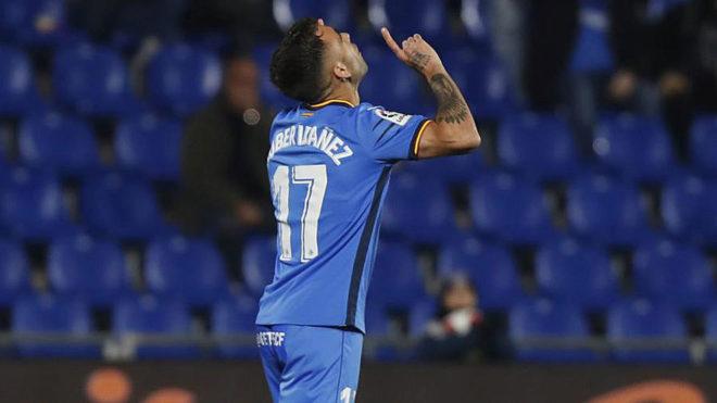 Rober Ibáñez celebra un gol con la camiseta del Getafe.