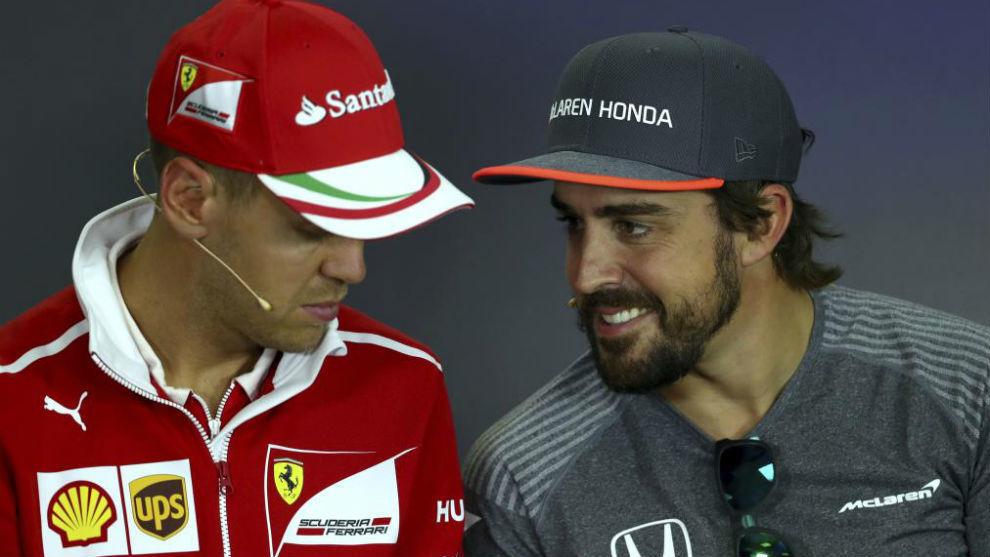 Alonso y Vettel, durante el Gran Premio de Hungría de 2017.
