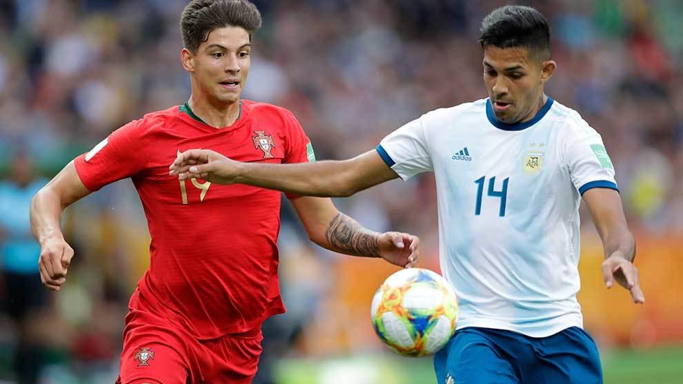 Pedro Martelo y Facundo Medina en el Portugal vs Argentina del Mundial...