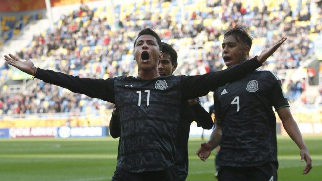 Celebración de los seleccionados mexicanos.