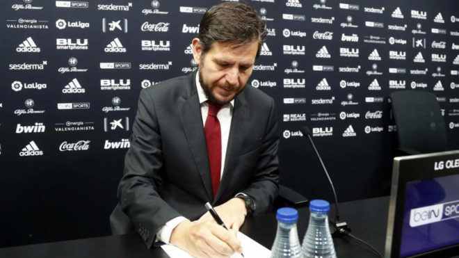 El director general del Valencia, Mateu Alemany, durante una rueda de prensa.