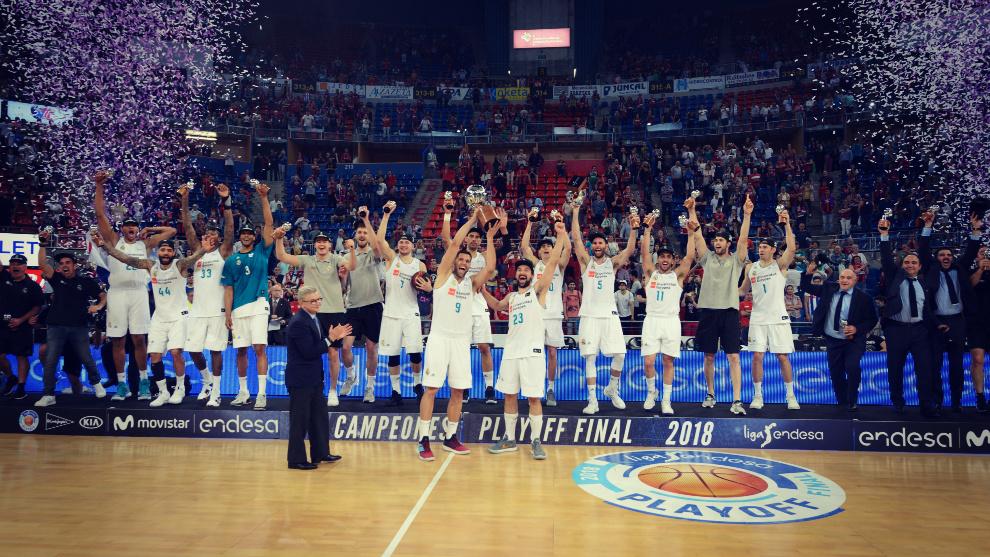 El Real Madrid celebra el título de la ACB conquistado la temporada...
