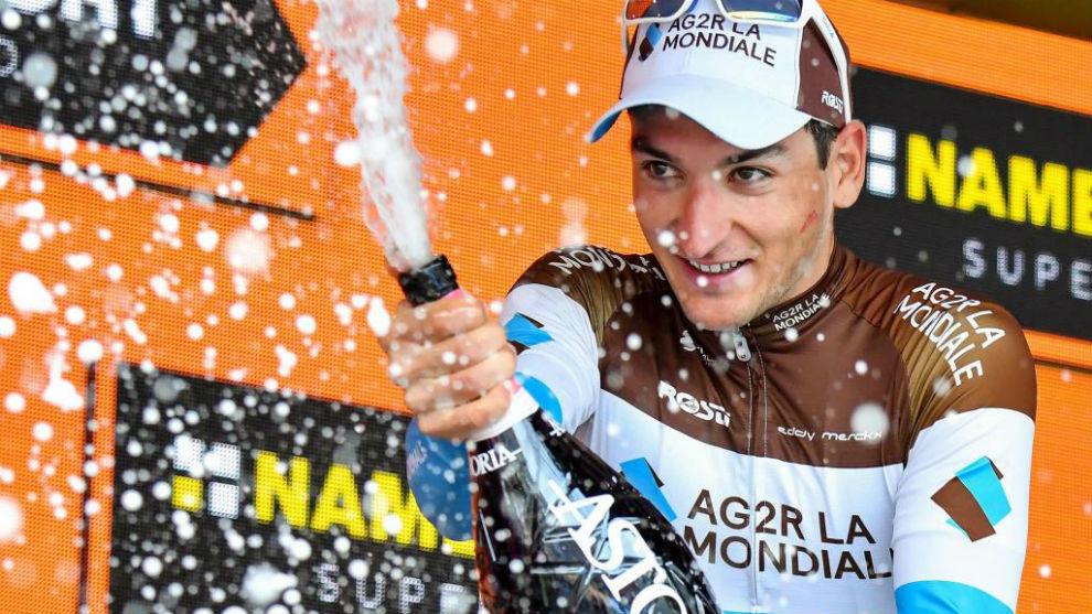Nans Peters celebrando su victoria de etapa en el Giro.
