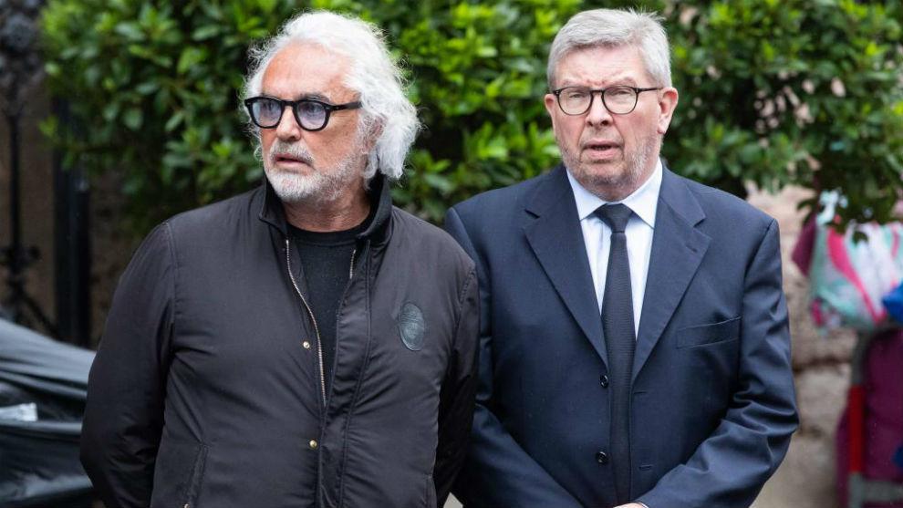 Briatore, junto a Ross Brawn, el miércoles en el entierro de Niki...