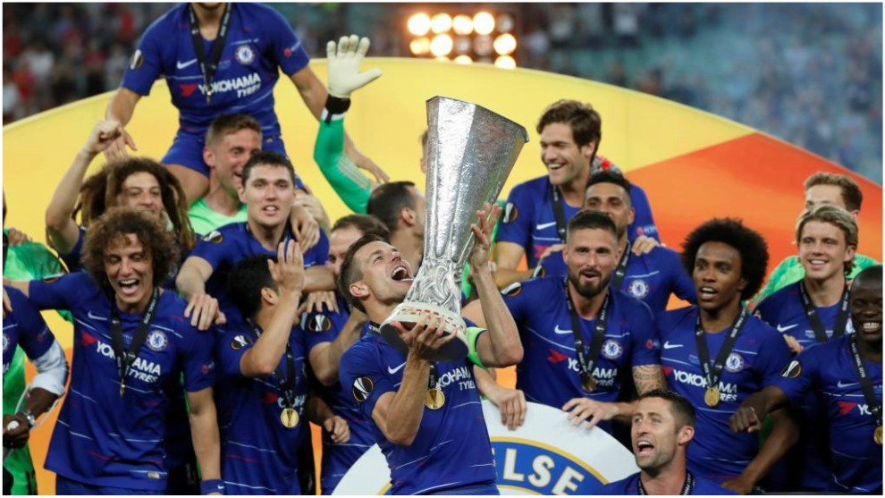 Azpilicueta alza la Europa League al cielo de Bakú.