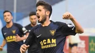 Isi Ros celebra un gol con el UCAM Murcia esta temporada