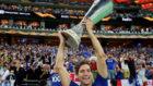 Marcos Alonso levanta la Europa League.