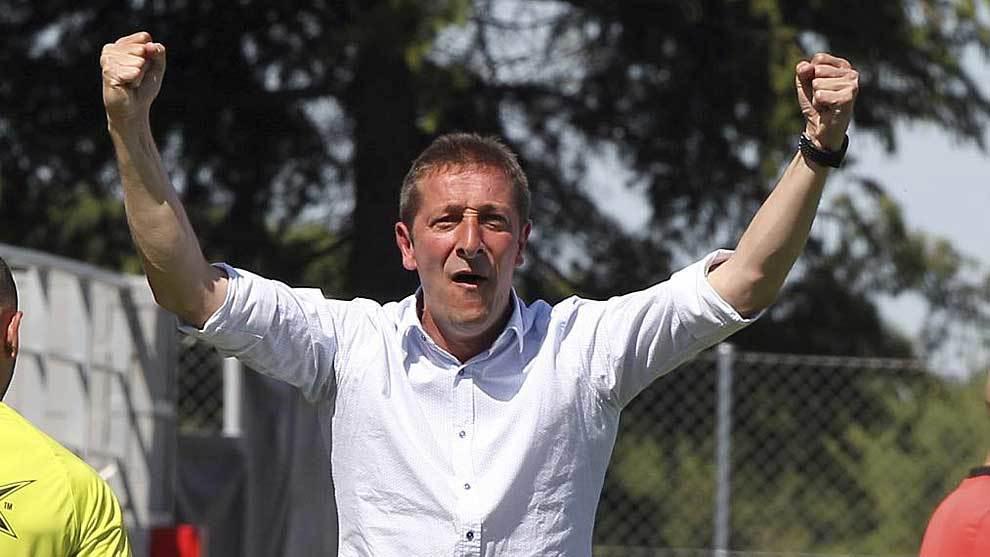 Ramis celebra uno de los tres goles de su equipo en el Cerro del...