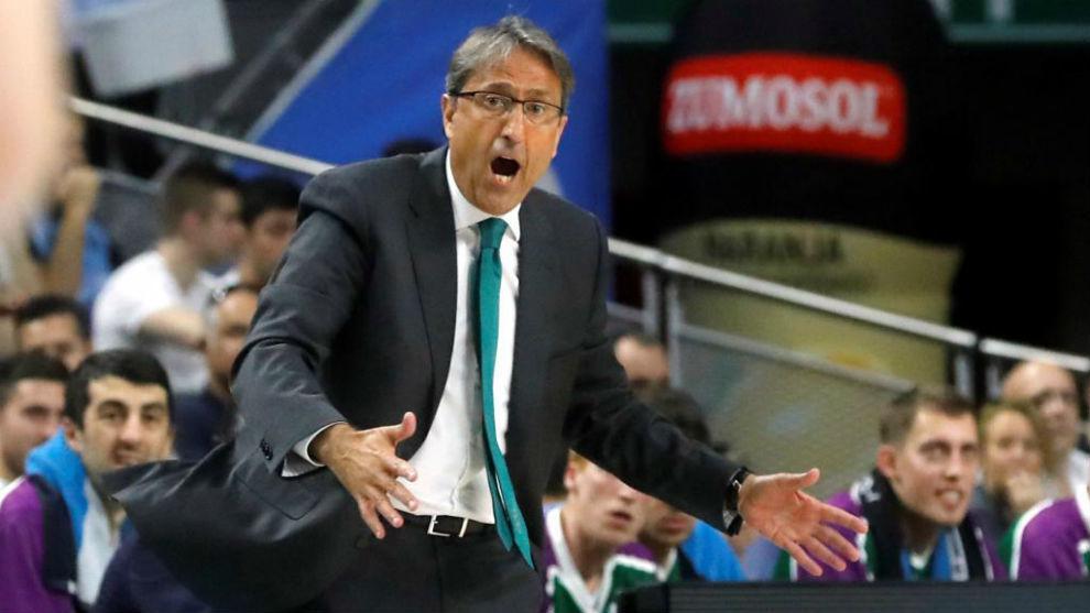 Luis Casimiro se lamenta por una jugada.
