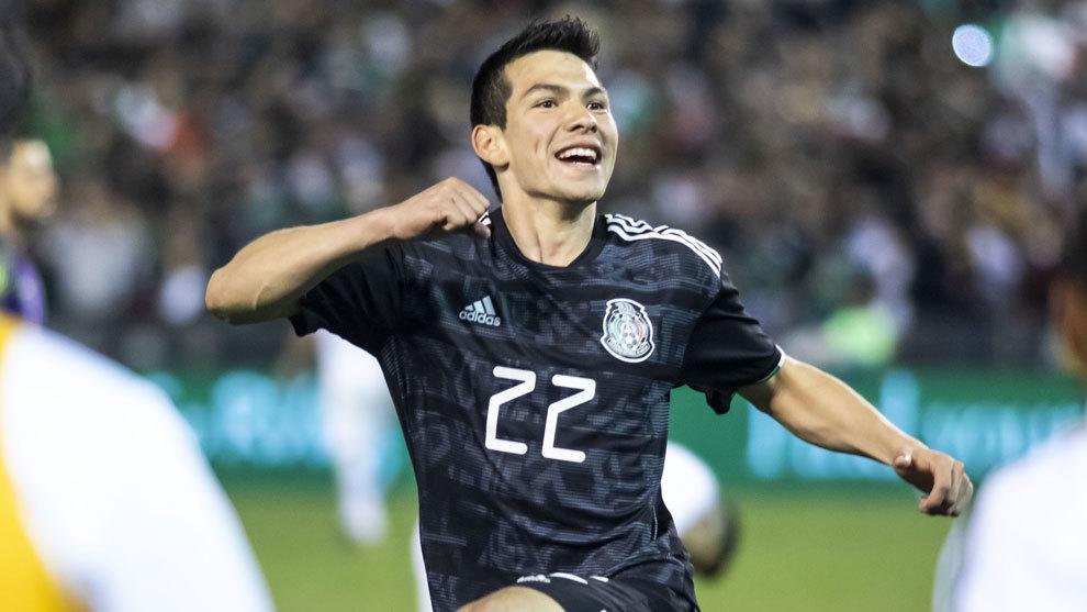 Chucky Lozano festeja en el juego ante Chile