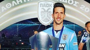 Rodrigo Rey festeja su título con el PAOK