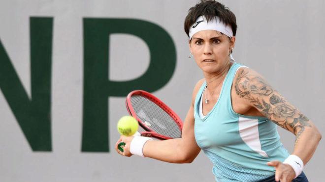 Aliona Bolsova en el partido de segunda ronda de Roland Garros ante
