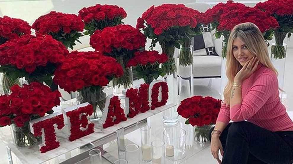 Mauro Icardi surprised Wanda Nara on their fifth wedding anniversary...