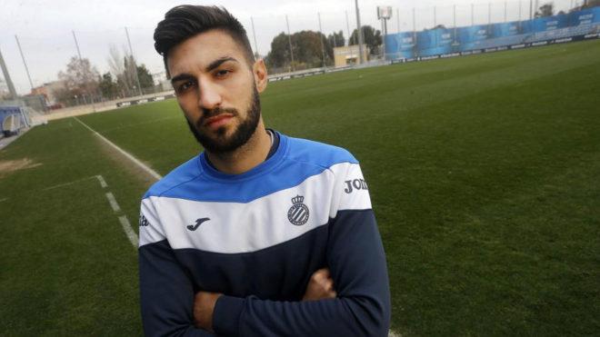Marc Navarro posa para MARCA durante su etapa en el Espanyol.