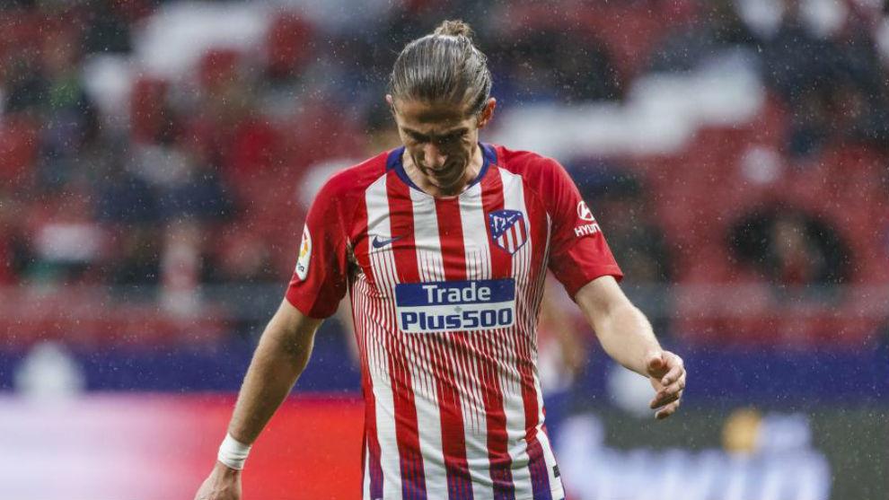 Filipe Luis durante un partido con el Atlético.