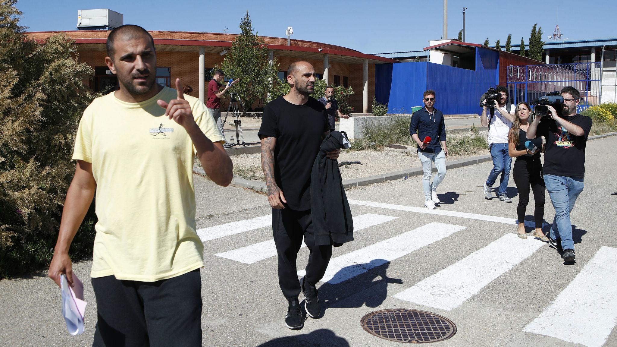 Raúl Bravo and Carlos Aranda leave Zuera prison after paying their...