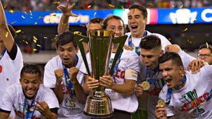 Celebración del último trofeo mexicano en Copa Oro.