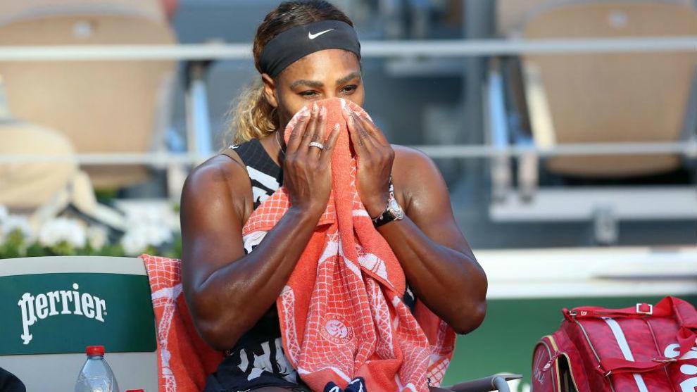 Serena, sentada en la silla de cambios