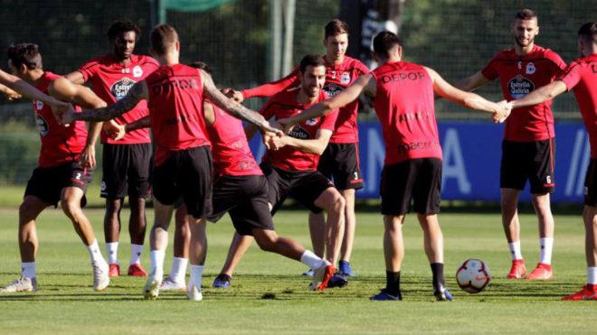 Los jugadores del Deportivo de La Coruña, durante un entrenamiento.