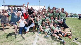 El equipo santanderino celebra su ascenso.