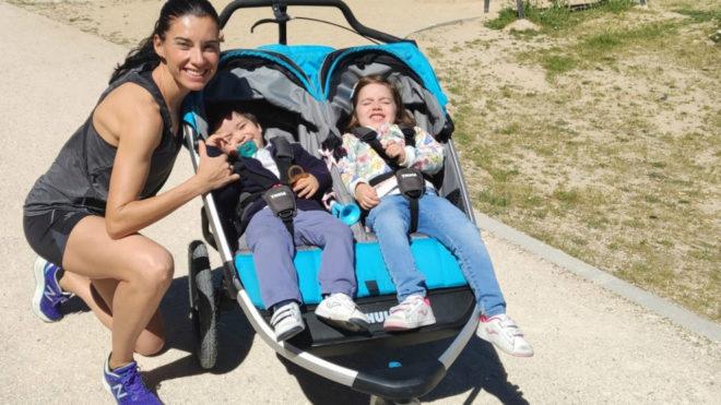 Beatriz Morillo junto a sus hijos Valeria y Gabriel.