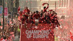 Jürgen Klopp posa con la Champions en la celebración del Liverpool.