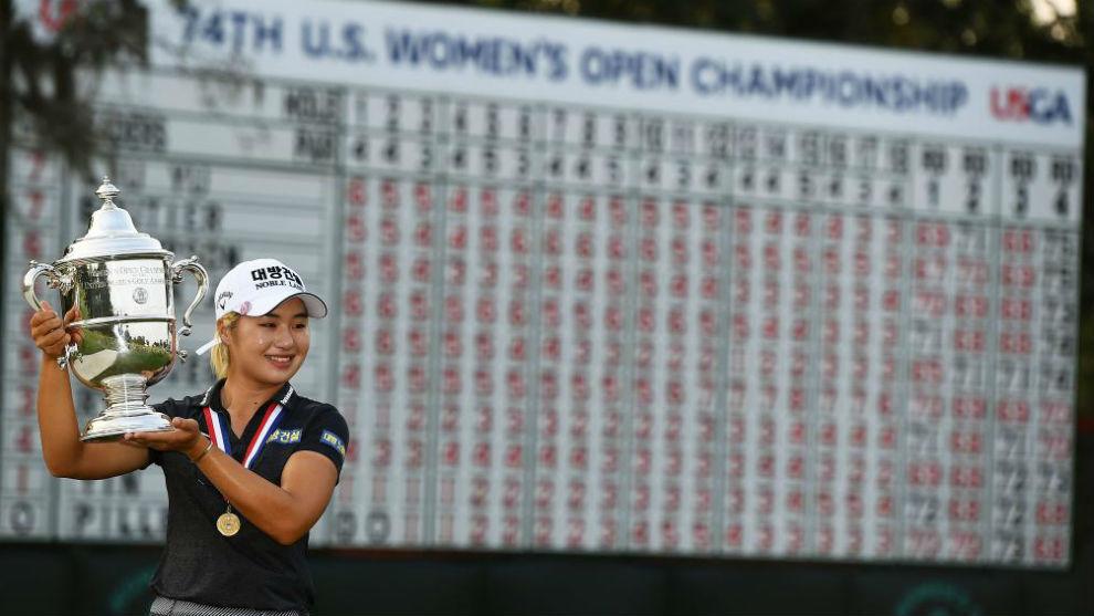 Jeong Eun Lee 6, con el trofeo de ganadora del US Open.