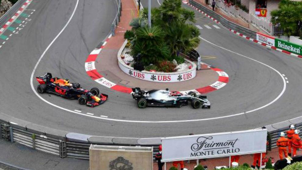 Verstappen tras Hamilton, en el pasado GP de Mónaco.
