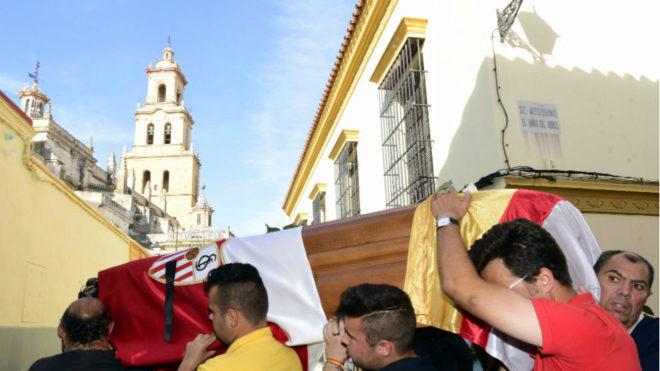 Llegada del féretro a la iglesia de Santa María (Utrera).