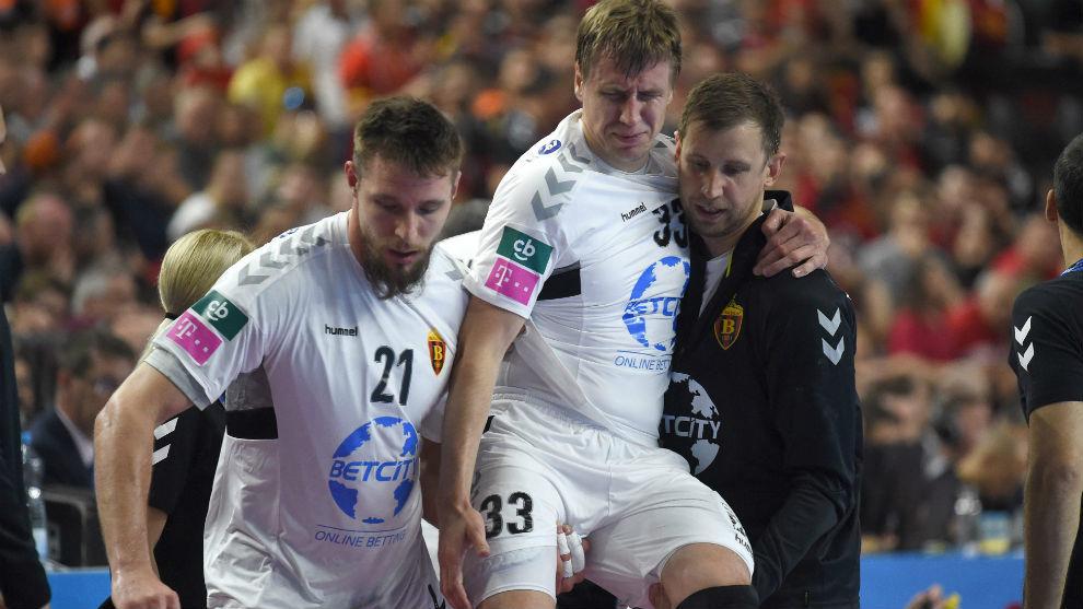 El ruso Shishkarev, retirado lesionado durante la final ante el...