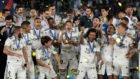 Los jugadores del Real Madrid levantando el último Mundial de Clubes.