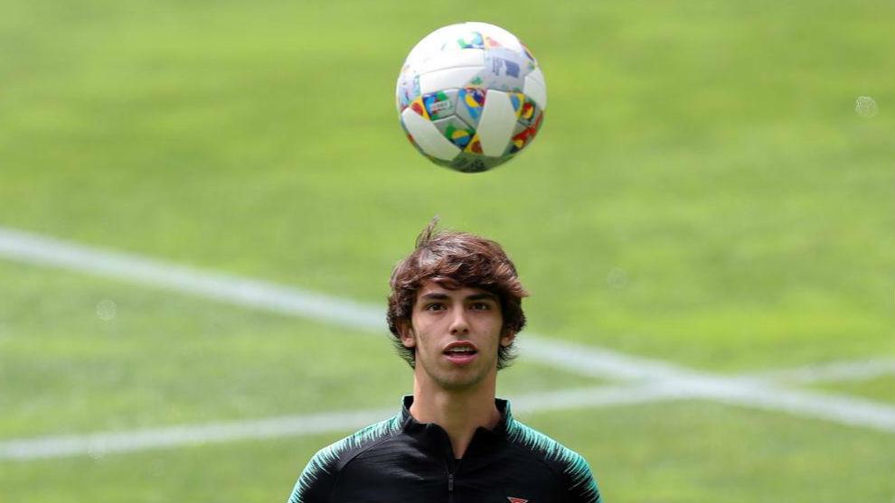 Manchester United submit €120 million bid for Joao Felix