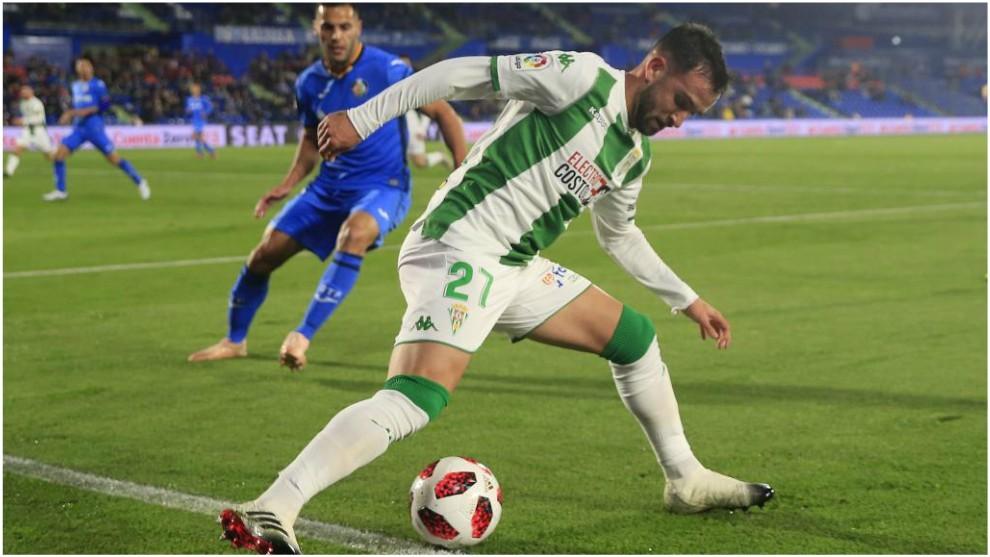 Sabas, con el balón durante el partido del Copa que le enfrentó al...