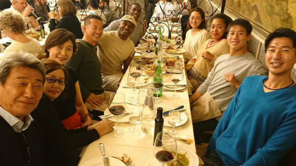Nishikori y Osaka cenan con sus respectivas familias y equipo