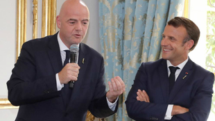 Gianni Infantino y Emmanuel Macron.