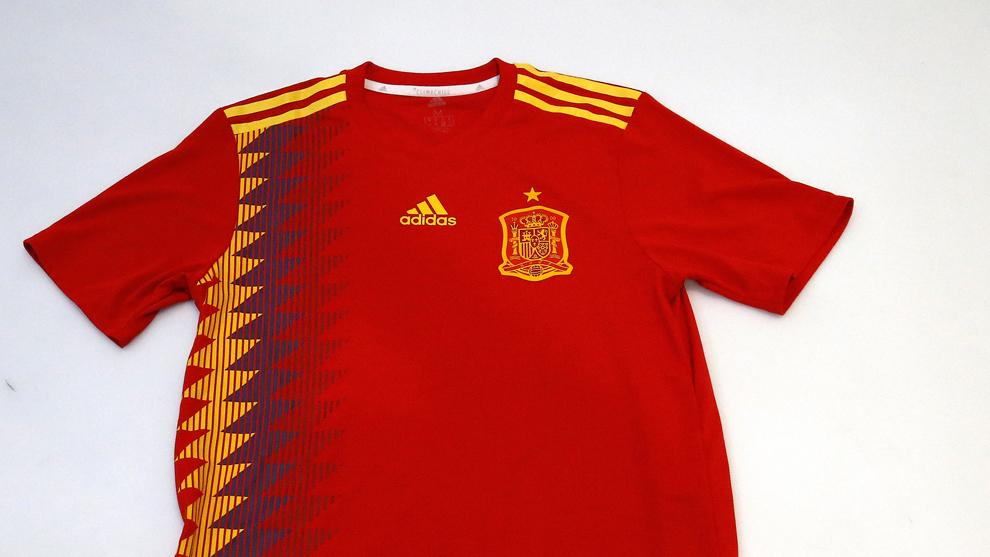 Elasticidad Extranjero Ciudadanía  Selección Española: Federación vs Adidas: la guerra de la camiseta |  Marca.com