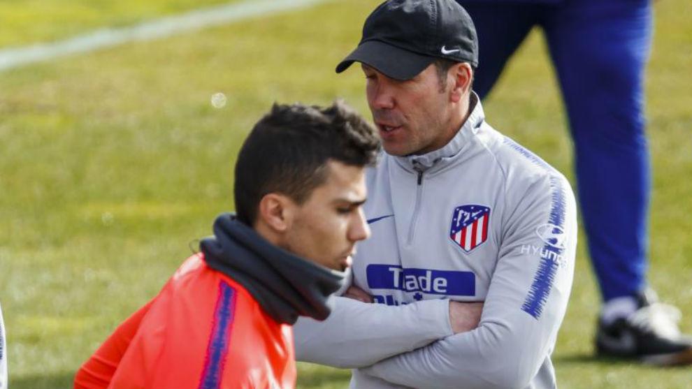 Simeone y Rodrigo durante un entrenamiento del Atlético.